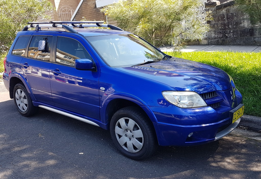 Picture of John's 2006 Mitsubishi Outlander w/roof racks